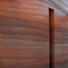 Rammed earth wall with three colors of material interwoven. this is just naturally beautiful Rammed Earth Homes, Rammed Earth Wall, Natural Building, Green Building, Super Adobe, Homemade Generator, Beton Design, Tadelakt, Earthship