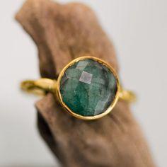 Raw Emerald Ring May Birthstone Ring Gemstone Ring por delezhen