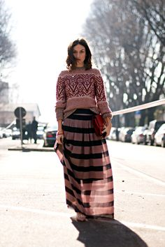 Streetstyle: Chunky knitted sweater and striped maxi skirt