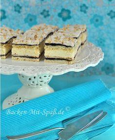 Schichtkuchen mit Mohn, Pudding und Baiserhaube