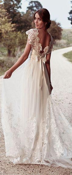 Anna Campbell Bridal Savannah Gypsy lace wedding dress #weddingdress #bridalgown #bridal #weddings #bride #laceweddingdresses