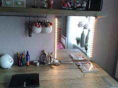 Bureau van Steigerhout en make-up spiegel met led verlichting.