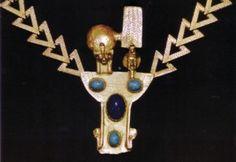Risultato della ricerca immagini di Google per http://www.guyotbrothers.com/jewelry-history/jewelry-hall-of-fame/diane-love/trifari-egyptian-necklace.JPG