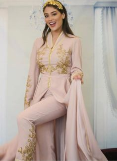 Moroccan Caftan, Moroccan Style, Stylish Dress Designs, Stylish Dresses, Caftan Dress, Ao Dai, Couture Dresses, Asian Fashion, Traditional Outfits