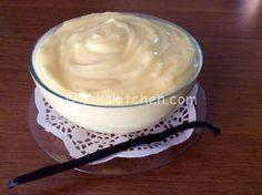 La crema pasticcera è la ricetta base per eccellenza della pasticceria italiana. Utile per farcire torte, crostate, bignè e rotoli farciti.