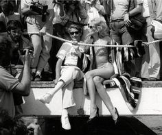 Helmut Newton and Jerry Hall at the Cannes film festival in snapped by David Bailey. Helmut Newton, Jerry Hall, Eva Herzigova, David Bailey, Male Magazine, Great Women, Sophia Loren, Vintage Glamour, Vintage Style