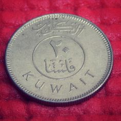 A Kuwait currency.. I know that they are called 'Dhinaar' there which we usually have the name 'Rupee' here. I was a coin-collector since my childhood and here is one piece of masterpiece among those.. Loved the shot coz I captured it with @dineshraju05 cam. Have you seen it guys in real?? Hope many have coz I have most of Muslim friends who have a higher touch with the Kuwait..Amn't I right?  #coin #currency #collection #masterpiece #dhinaar #kuwait #arab #arabic #harekrsna7495 #collector…
