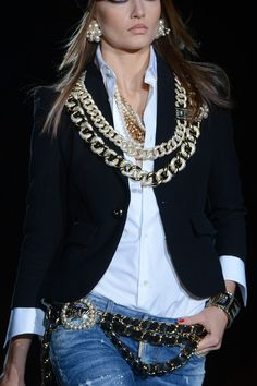 #Gold, #black and #white were this season's hottest trends on the runway. Check out how Dsquared² accessorized this look.