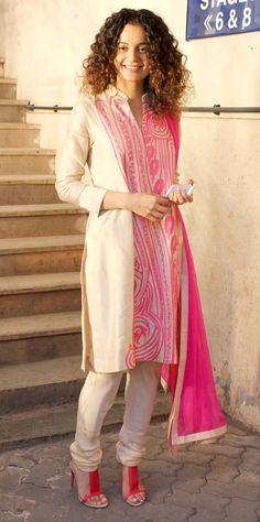 Kangana Ranaut promoting 'Queen' in a Hip Churidar Suit by Pankaj & Nidhi. India Fashion, Ethnic Fashion, Asian Fashion, Fashion Beauty, Pakistani Dresses, Indian Dresses, Indian Outfits, Lehenga, Sabyasachi