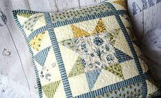 badian / Garden Notes ... vankúš No.1 Love Sewing, Notes, Quilts, Blanket, Garden, Scrappy Quilts, Garten, Quilt Sets, Gardening