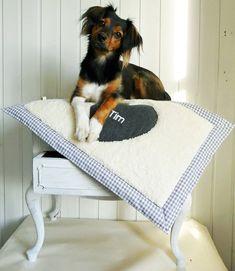 ♥Herzblut grau - Hundedecke♥ von Siebenschöns Träume auf DaWanda.com