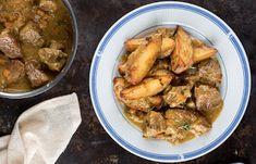 Χοιρινό κατσαρόλας με κρεμμύδια και θυμάρι