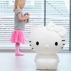 ✨¡Soñad bonito! ✨ Esta lámpara Hello Kitty está levantando pasiones en @jomamikids 💚💕 ¡Y acaba de llegar! Nadie se resiste a esta linda gatita 🐱🎀 ¿Quieres ver cómo ilumina en varios colores? Te lo enseño en stories 👀 Tienda Online ✖️ www.jomamikids.com ✖️ Tienda en #Gijón 📍Calle La Merced 25 📍 #jomamikids #callelamerced25 #Gijon #desde2013  #tiendasbonitas #cosasbonitas #decokids #hellokitty #hellokittylamp