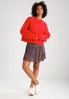 ¡Consigue este tipo de jersey de punto de Envii ahora! Haz clic para ver los detalles. Envíos gratis a toda España. Envii Jersey de punto high risk red: Envii Jersey de punto high risk red Ropa     Material exterior: 75% poliacrílico, 25% nylon   Ropa ¡Haz tu pedido   y disfruta de gastos de enví-o gratuitos! (jersey de punto, pullover, lana, knitted, cotton, knit, knits, stitch, cashmere, knitwear, strickpullover, jersey tejido, jersey au tricot, jersey lavorato, punto)