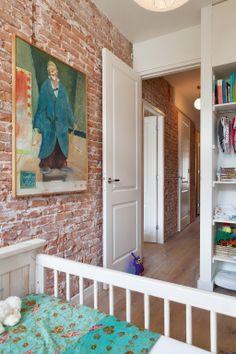 кирпичная стена, двери