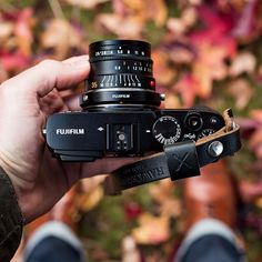 Autumn truly is an incredible time of year for photography. And making it even more enjoyable is the remarkable Fuji X-E3 attached to a Leica Summarit 35mm f2.5. Kept nice and safe by our Oxford wrist strap.