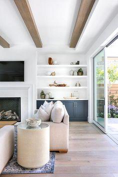 20+ White Farmhouse Living Room Ideas To Inspire Home Decor #livingroomdesigns