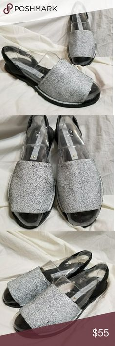 Matt Bernson Paloma slingback sandals 8 M black Matt Bernson women's shoes size 8 M. Paloma slingback open toe sandals, 'desert white' crackled leather vamp. Nice padded slingback strap, lightly padded footbed. Beautiful condition and quality! Shoes Sandals