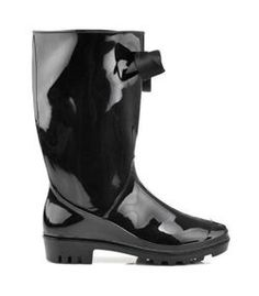 BOOTS WITH BUTTER Women, modern boots. Decorative bow at the top. Retread sole for improved grip. Rubber boots are resistant to soaking. They slip. Available in classic black. Heel: 3cm Height boots: 32cm The circumference of the top edge: 34-38 cm Material: rubber, textile material https://cosmopolitus.eu/product-eng-32766-BOOTS-WITH-BUTTER.html #waders #high #rubber #boots #Jodhpur #boots #trendy #matt #lacquered