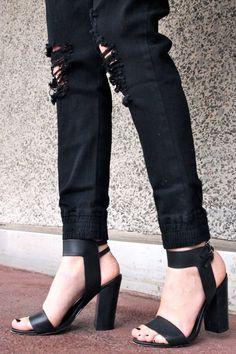 Le Fashion Blog -- Black On Black Look -- Mad Love Drop Crotch Jogger Pant & Sandals -- Via Alex Give Me That Thing -- photo Le-Fashion-Blog-Black-On-Black-Look-Mad-Love-Drop-Crotch-Jogger-Pant-Sandals-Via-Alex-Give-Me-That-Thing.jpg