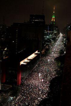 Protestos levaram mais de 230 mil pessoas às ruas em 12 capitais nesta segunda-feira. Reivindicações foram muito além de 20 centavos na tarifa do transporte. Na foto, Av. Paulista, completamente ocupada pelos manifestantes. 17/06/2013
