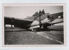 Foto Französisch Flugzeug Bloch MB-131 in Nevers mit dt. Soldat 1940 (1) | eBay