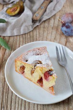Zwetschgenkuchen Rezept - Einfacher Zwetschgenkuchen aus Rührteig, der schnell gemacht ist. Perfekt zum Nachmittagskaffee. // plum cake recipe - quick and easy to make. // Sweets & Lifestyle®️️ #zwetschgenkuchen #rezept #backen #zwetschkenkuchen #einfach #schnell #rührteig #plumcake #recipe #cake #baking #coffeecake #sweetsandlifestyle