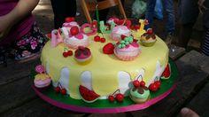 #TortaCupcake #CupcakeCake #Frutta #Fruit #Cupcake #Sweet #SweerCake #Colori #Color #Grapes #Uva #Fragole #Fragola #Strawberry #Strawberries #Ciliegie #Cherries #Cherry #Anguria #watermelon