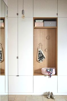 So beautiful can be a built-in wardrobe! Frauvonundsu shows us how stylish and chic a built-in wardrobe can be in the hallway. Simple, in the Scandinavian style and with a lot of space: That Hallway Storage, Storage Shelves, Storage Spaces, Locker Storage, Home Entrance Decor, House Entrance, Build A Closet, Cabinet Lighting, Built In Wardrobe