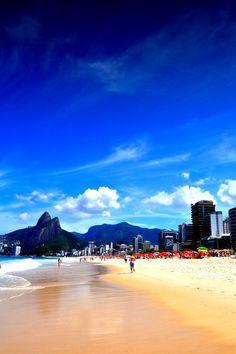 Apaixonem-se pelo Rio de Janeiro à beira-mar. // Fall in love with Rio by the sea.