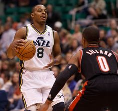 4cec3b0f0ba3 Utah Jazz guard Randy Foye (8) controls the ball as the Utah Jazz host