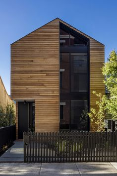 House with wooden facade - cladding made of natural timber and modern design - live - Fachadas Architecture Renovation, Modern Residential Architecture, Australian Architecture, Architecture Design, Architecture Definition, Monumental Architecture, Computer Architecture, Facade Design, House Design