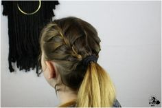 Change it up a bit and give your workout a confidence boost with these 3 easy braided workout hairstyles. At Home Hair Color, Cool Hair Color, Easy Hairstyles For School, Summer Hairstyles, Workout Hairstyles, Bride Hairstyles, Twist Ponytail, Braided Hairstyles Tutorials, Short Hair Styles