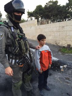 Video: Israeli soldiers arrest young child | The Electronic Intifada
