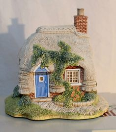 "Lilliput Lane 1994 ""Petticoat Cottage"" with Box COA Deeds 