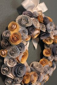 paper flower wreath - pearls in the middle. could do Christmas colors or… Paper Flower Wreaths, Giant Paper Flowers, Paper Roses, Diy Flowers, Craft Day, Craft Night, Cute Crafts, Diy And Crafts, Crafts To Sell