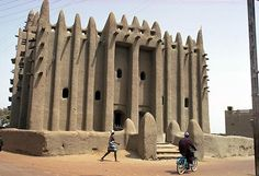 Africa | The Great Mosque, built in 1935 by Djenne masons. Mopti, Mali | ©Eliot Elisofon.  1972
