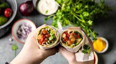 Burritos med tomatsalsa og avokado Burritos, Vegetarian Eggs, Frisk, Fresh Rolls, Tacos, Mexican, Ethnic Recipes, Food, Recipe
