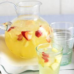 How to Make Lemonade for your next event! Great for a summer bridal shower or engagement party!