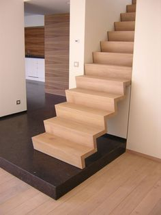 Z-trap in eik Small Space Interior Design, Interior Design Living Room, Stair Steps, Floating Stairs, Scale Design, Stairway To Heaven, Wood Glass, Staircase Design, Stairways