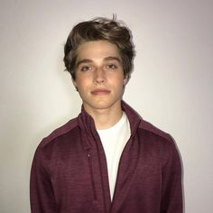 froy gutierrez} Hey i'm Froy. i'm 18 and single. i love hanging out with my peeps i guess. i make friends really easily and i can be a flirt sometimes, especially if i like someone. i smirk