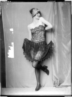 Anita Berber. When I think of 1920s Berlin I think of this picture. The scarf around her head, the lace that makes up her dress, and her shoes, her stockings, everything is perfect together but might look out of place if worn separately with other clothing. It's rare and gorgeous. Cabaret, Anita Berber, Vintage Outfits, Vintage Fashion, Vintage Style, Vintage Clothing, Roaring Twenties, Vintage Photos, 1920s Photos