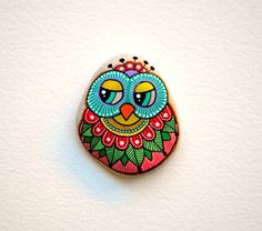 Hand Painted Stone Owl / Kiesel mit handgemalten Designs Acryl Beach © Sehnaz Bac 2015 ich malen und alle meine ursprünglichen Designs von hand mit dem kleinen Pinsel zu zeichnen oder malen Stifte mit extra feine Spitze. Ich benutze auch Isographs mit verschiedenen Farben. Keine Schablonen dienen. Alle Designs werden mit meiner Fantasie erstellt.  Diese Steine wurden an den Stränden der Adria gefunden. Jeder wählte für seine Form, Glätte und Gleichmäßigkeit. Sie sind sind mit 2 oder 3 Sc...