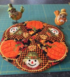 This is a table centre or round placemat for Autumn/Fall or any time of the year made in the hoop. Designs for the and hoops are all included.) The table centre. Best Embroidery Machine, Machine Embroidery Projects, Learn Embroidery, Embroidery Ideas, Butterfly Embroidery, Machine Applique, Wool Applique, Applique Quilts, Floral Embroidery