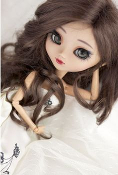 Brunette Pullip Doll; can't find the photographer who took this photo
