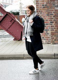 Streetstyle Navy coat Fjällräven Backpack