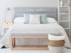 Dormitorio pequeño pastel