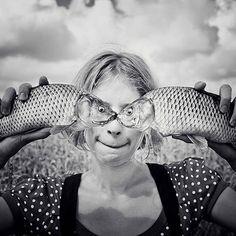 Ecco alcuni scatti fotografici che volontariamente o meno hanno dato vita a delle illusioni fotografiche veramente buffe e divertenti! Scorrile tutte e 20!