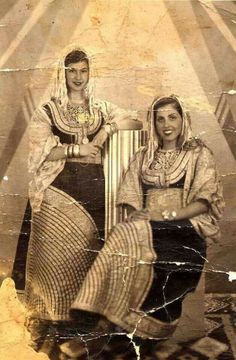 Moroccan Jewish women in traditional Costumes (Pharyah)