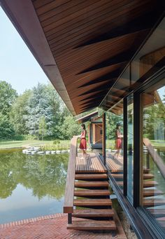 Stepping stones lead into house extension over an English lake by Hamish & Lyons - Dr Wong - Emporium of Tings. Luz Natural, Natural Light, Wooden Walkways, Roof Overhang, Organic Structure, House On Stilts, Small Buildings, House Extensions, Stone Houses